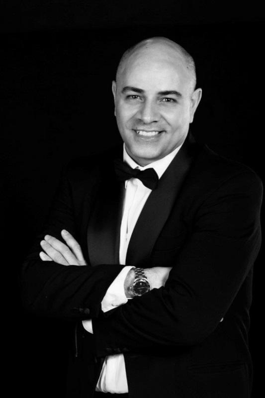Fernando Mejias, asistent dirigentke Martine Batič in član Slovenskega komornega zbora, je svojo glasbeno pot pričel v rodni Mendozi, kjer je študiral glasbeno teorijo, solfeggio in klavir, izobraževanje pa nadaljeval na Oddelku za dirigiranje ljubljanske Akademije za glasbo pri Marku Letonji in Marku Vatovcu. Foto: Darja Stravs Tisu